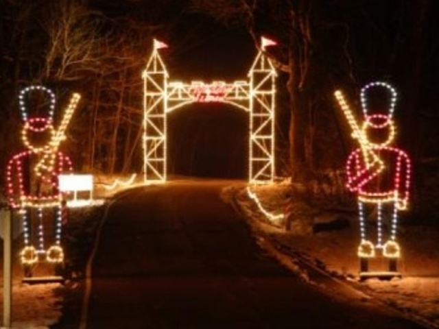 Holiday in Lights returns to Sharon Woods - Story