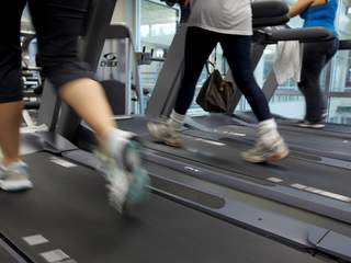 Exercising/running/treadmill/working out_20120221131501_JPG