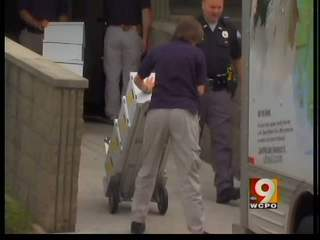 FBI, DEA raid N.Ky. doctor's office.
