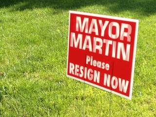 Sign asking Mike Martin to resign as Villa Hills Mayor