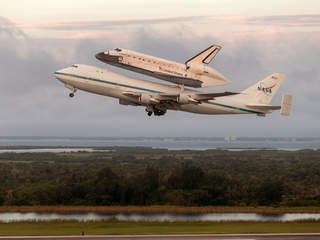 Endeavor_shuttle_in_Houston_20120919201441_JPG