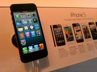 Apple recalls iPhones for battery drain issue