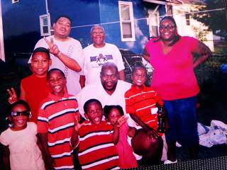 Donnell_Holland's_family_20121228153527_JPG