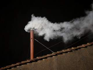 White_smoke_signals_the_election_of_the_new_pope