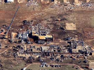 Moore_elementary_school_destroyed_by_tornado_20130521225335_JPG