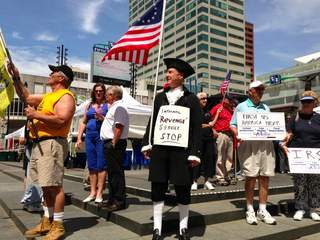 Tea_party_rally_on_Fountain_Square_20130521121638_JPG