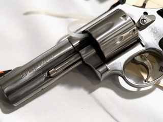 Deal to sell handgun ends in shoot out