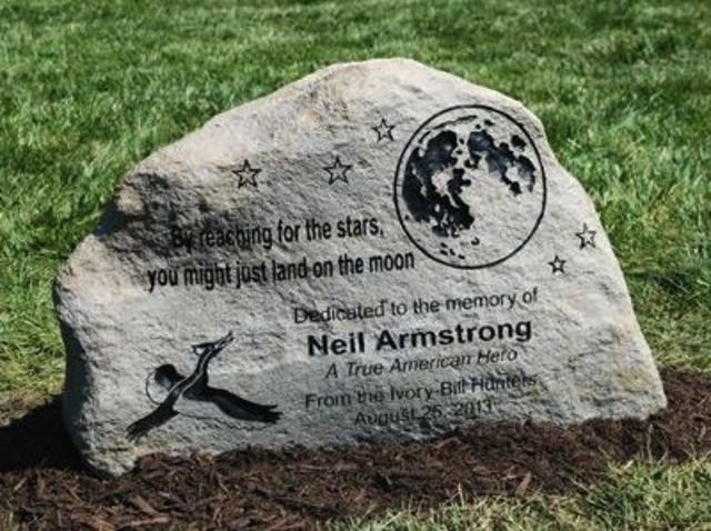 when did neil armstrong tombstone - photo #7