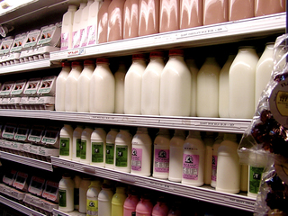 Price war: Cincinnati grocers slash milk prices