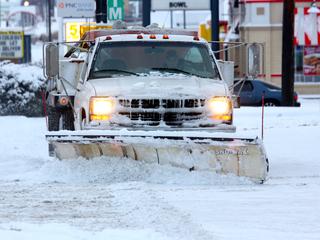 Cincy crews treating streets ahead of Sun. storm