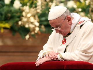 Pope starts Vatican panel to study women deacons