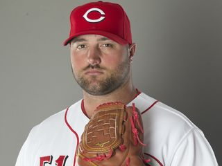 Reds trade Broxton to Brewers for 2 players