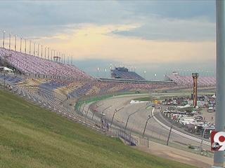 Man dies after Ky. Speedway experience crash