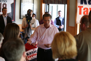 Kasich visits Price Hill Chili on campaign trail