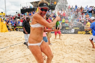 Athletes hit the sand to win AVP Cincinnati Open