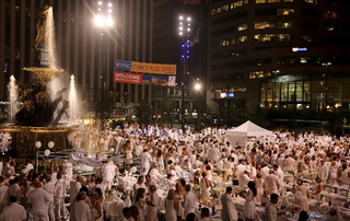 Diner en Blanc held at Fountain Square