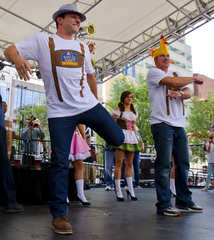 Nick, Drew Lachey headline Day 2 of Oktoberfest
