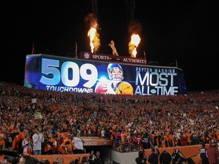 Manning sets NFL record for TDs in Broncos win