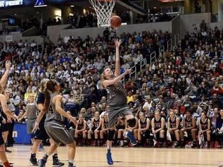 Lauren Hill fulfills college basketball dream