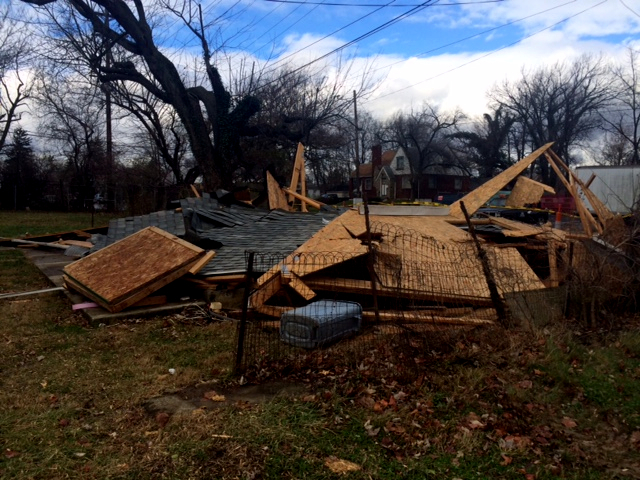 Strong winds knock out power to thousands