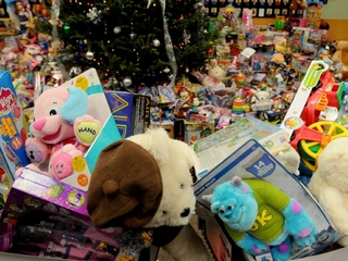 Help WCPO collect 9,999 toys for charity!