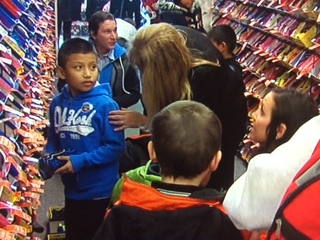 Anthony Munoz takes 30 kids shoe shopping
