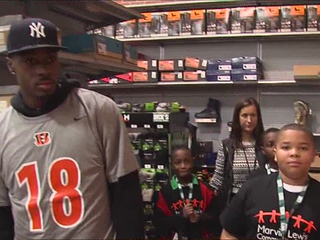 Bengals take kids on Christmas shopping spree