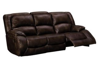 "Woman's ""leather"" couch peels apart in 3 years"