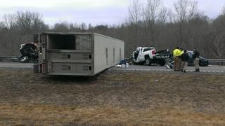 Fatal wreck shuts down I-71 near Walton exit