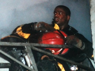 Firefighter Daryl Gordon died to 'save others'
