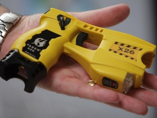 Police use Taser on 87-year-old woman
