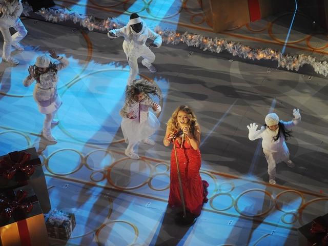 Mariah Carey's Cincinnati-shot 'A Christmas Melody' premieres on ...