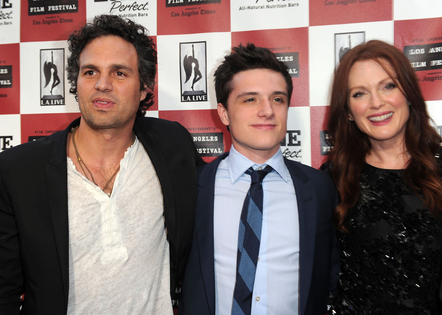 From Left Mark Ruffalo Josh Hutcherson And Julianne Moore Arrive At The Premiere Of Kids Are All Right On June 17 2010 In Los Angeles