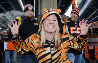 PHOTOS: Fans make up for lost tailgating time