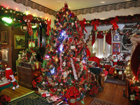 Home Tour: Bungalow bursting with holiday cheer