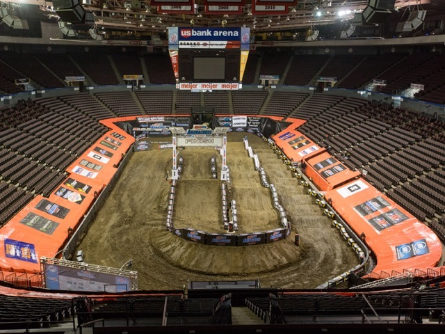 TIMELAPSE US Bank Arena Gets Dirty For AMSOIL Arenacross WCPO - Us bank arena cincinnati map