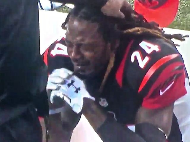 Adam_Jones_cries_on_sideline_Steelers_wild_card_game_1452431301371_29674098_ver1.0_640_480.jpg