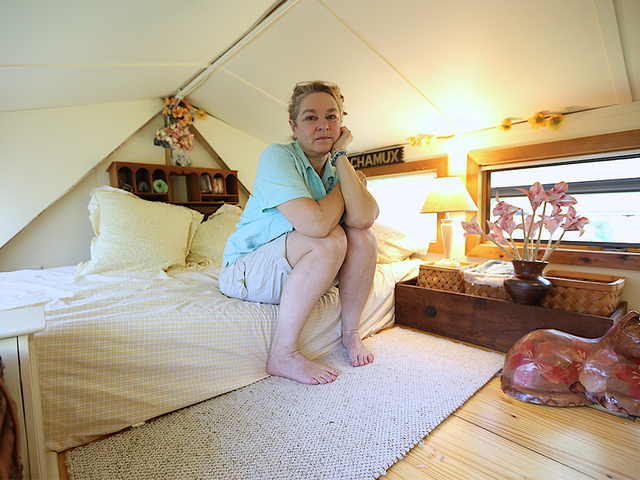 Tiny Homes: A look inside artist Laurie Hughes' tiny house