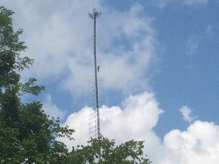Worker gets stuck on 300-foot cellphone tower