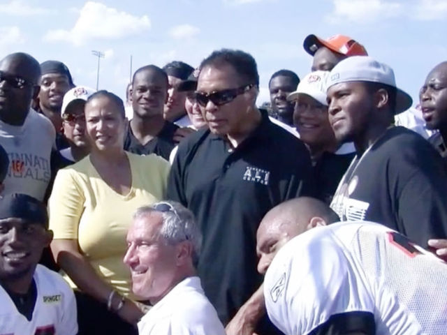 Muhammad Ali visits Bengals' training camp