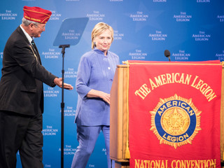 Did vets welcome Clinton at annual convention?