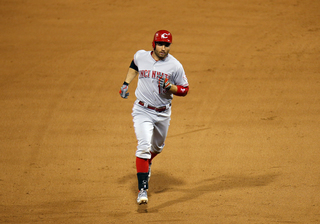 Votto homers as Reds beat Brewers 8-6