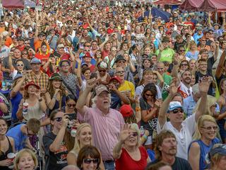GALLERY: World's largest chicken dance