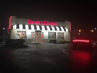 PD: Two masked men tried to rob Steak 'n Shake