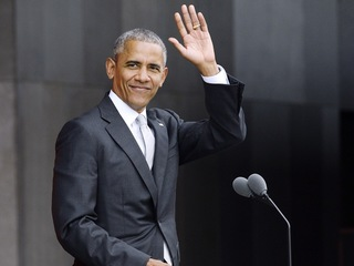 As early voting starts, Obama to visit Ohio