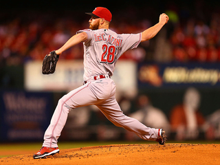 Duvall lifts Reds to 2-1 win over Cardinals