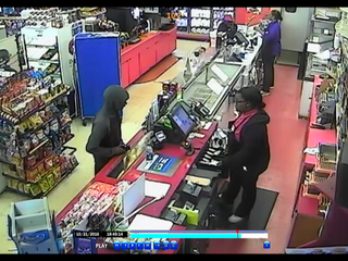 Police hunt for Golf Manor robbery suspect