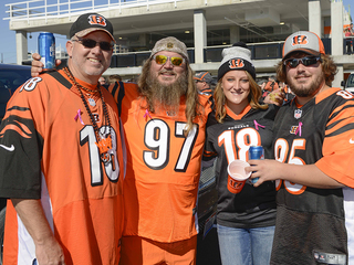 Bengals fans tailgate before Battle of Ohio