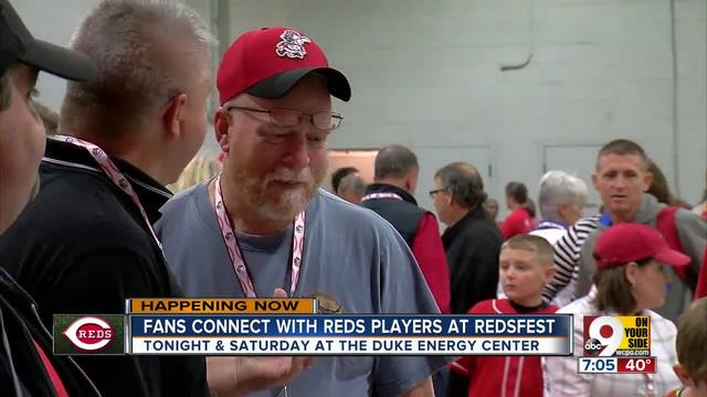 Fans connect with Reds players at Redsfest