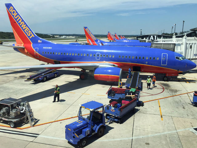 Southwest Airlines Company (NYSE:LUV) Reviewed By Analysts